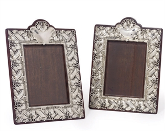 A PAIR OF EDWARDIAN SILVER ART