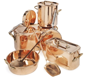 A COLLECTION OF COPPER COOKING