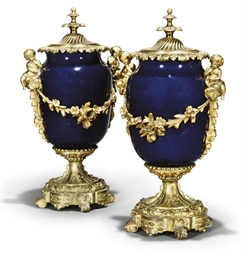 A PAIR OF FRENCH PORCELAIN AND