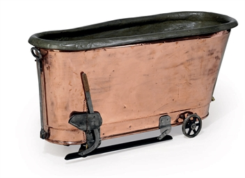 A VICTORIAN COPPER BATH