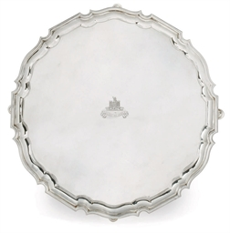 A LARGE EDWARDIAN SILVER SALVE