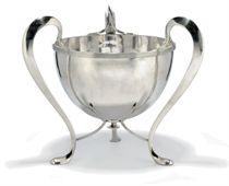 A LARGE EDWARDIAN SILVER THREE-HANDLED BOWL