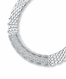 A DIAMOND AND WHITE GOLD NECKL