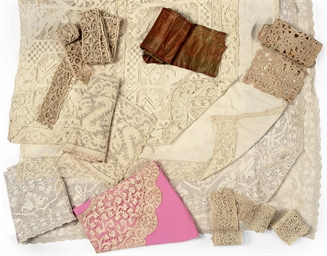 A COLLECTION OF LINEN AND LACE