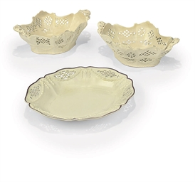 A PAIR OF ENGLISH CREAMWARE PI