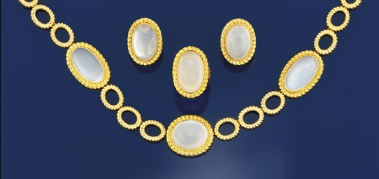 A moonstone necklace, earrings