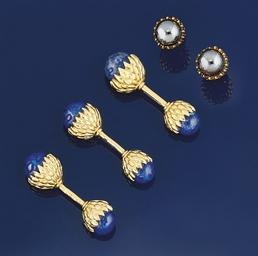 A single lapis lazuli cufflink