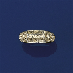 A medieval silver gilt ring