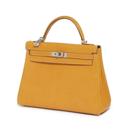 AN ORANGE 'KELLY' BAG