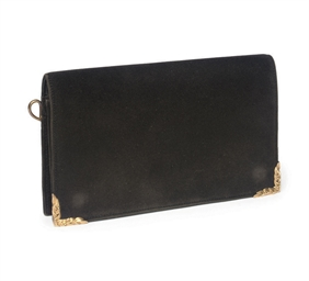 A BLACK CLUTCH BAG