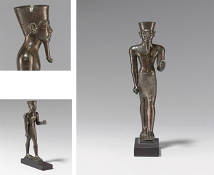 AN EGYPTIAN BRONZE AMUN