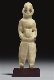 A MESOPOTAMIAN ALABASTER IDOL