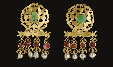 A PAIR OF ROMAN GOLD, EMERALD,