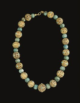A MIDDLE BYZANTINE OR ISLAMIC GOLD BEAD NECKLACE