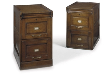 A PAIR OF OAK FILING CABINETS