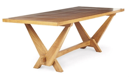 AN ITALIAN OAK DINING TABLE