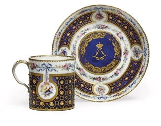 A SEVRES-STYLE CYLINDRICAL CUP