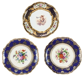 A PAIR OF PORCELAIN PLATES AND