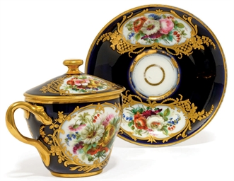 A SEVRES-STYLE PORCELAIN CHOCO