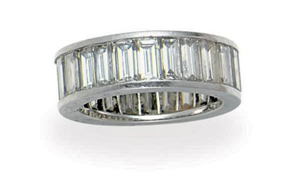 A DIAMOND AND PLATINUM RING, B