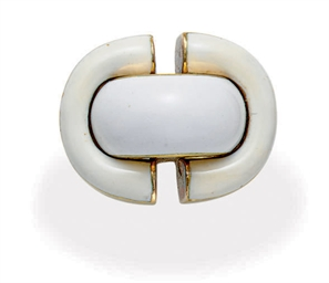 AN ENAMEL AND 18K GOLD RING, B