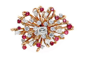 A RUBY, DIAMOND AND GOLD BROOC