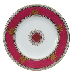 AN ENGLISH PORCELAIN BURGUNDY