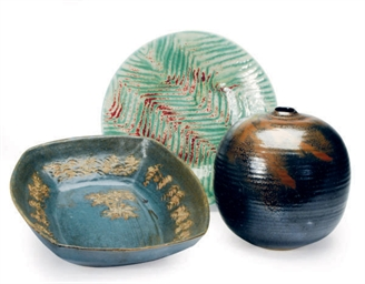 A GROUP OF SIX GLAZED CERAMIC