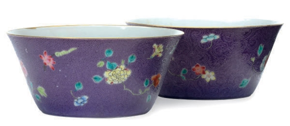 A PAIR OF CHINESE PORCELAIN PU