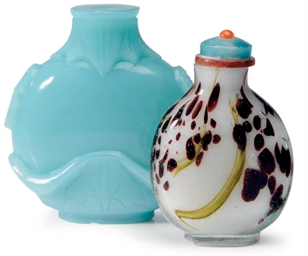 TWO CHINESE GLASS SNUFF BOTTLE