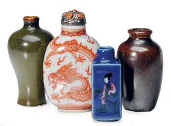 FOUR CHINESE PORCELAIN SNUFF B