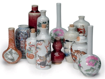 TWELVE CHINESE PORCELAIN SNUFF