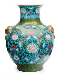 A CHINESE PORCELAIN ENAMELED B