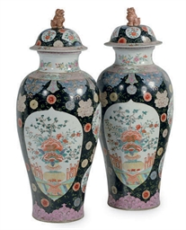 A PAIR OF CHINESE ENAMELED BLA