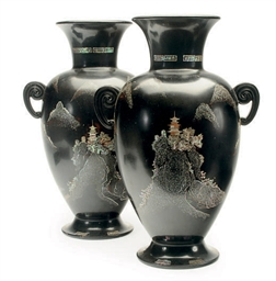 A PAIR OF JAPANESE LACQUERED A