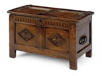 A FRENCH OAK LIFT-TOP COFFER,