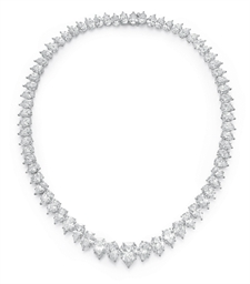 A FINE DIAMOND NECKLACE