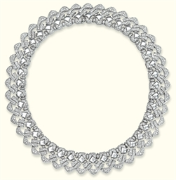 A DIAMOND 'PAGODA' NECKLACE, B
