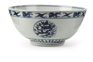 A Chinese blue and white 'drag