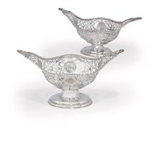 A PAIR OF GEORGE V SILVER DISHES