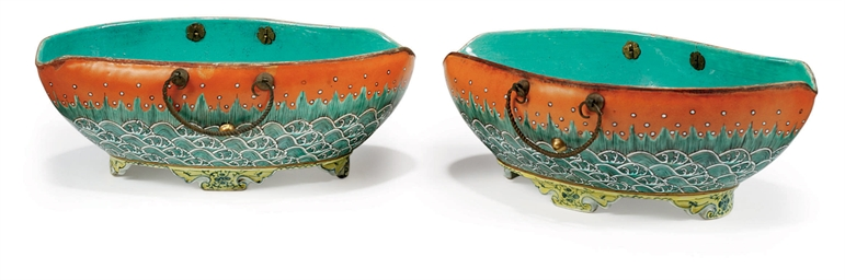 A PAIR OF CHINESE SHAPED BOWLS