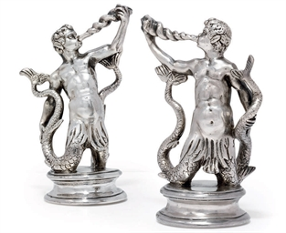 A PAIR OF CONTINENTAL FIGURAL