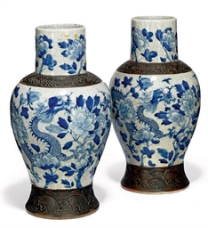 A PAIR OF CHINESE UNDERGLAZE B