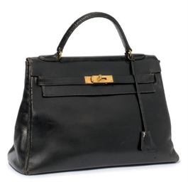 A BLACK LEATHER 'KELLY' BAG