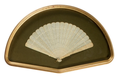 A CARVED IVORY BRISÉ FAN