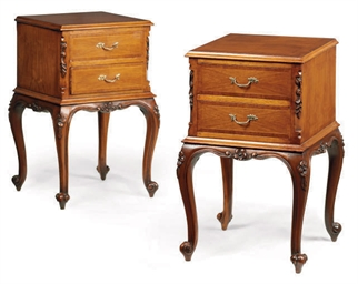 A PAIR OF CARVED MAHOGANY BEDS