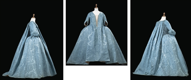 A ROBE VOLANTE OF ICE BLUE SIL