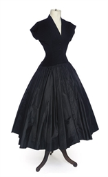 A BLACK DRESS WITH GATHERED FA