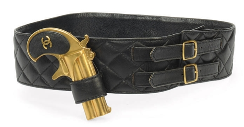 A BLACK QUILTED LEATHER BELT W