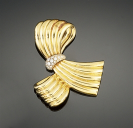 A diamond set brooch, by Van C